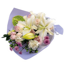 Sympathy bouquet in white with some pastel colors